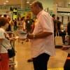 Els sindicats fan campanya entre els turistes de l'aeroport per preservar l'Estat del Benestar