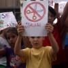 La concentració contra les retallades en educació aplega a 200 persones a Cornellà