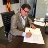 L'alcalde de Martorell, Xavier Fonollosa, signa el decret de suport a l'1 d'octubre