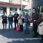 Marxa d'aturats i aturades del Baix Llobregat al seu pas per Sant Feliu. Entrega del manifest a l'alcalde Jordi San José